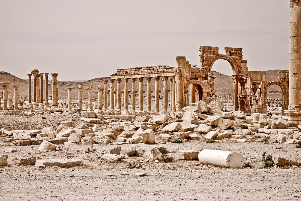 Wir gehörten zu den letzten Touristen, die Palmyra in diesem Zustand erlebt haben. Der Krieg in Syrien begann zehn Monate später.
