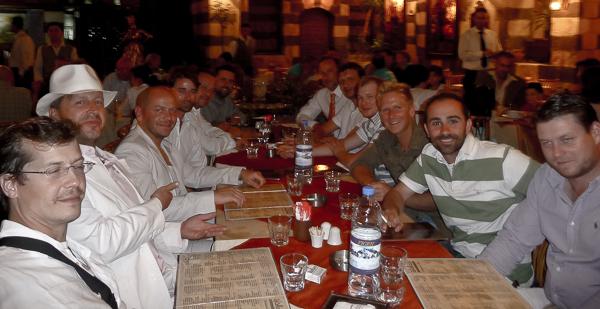 Abendessen in der Stadt. Einer von uns hatte Geburtstag.