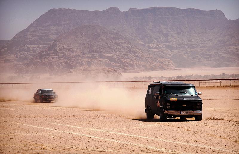 Der letzte offizielle Akt der Rallye: Eine Runde auf Zeit auf der Kamelrennbahn.