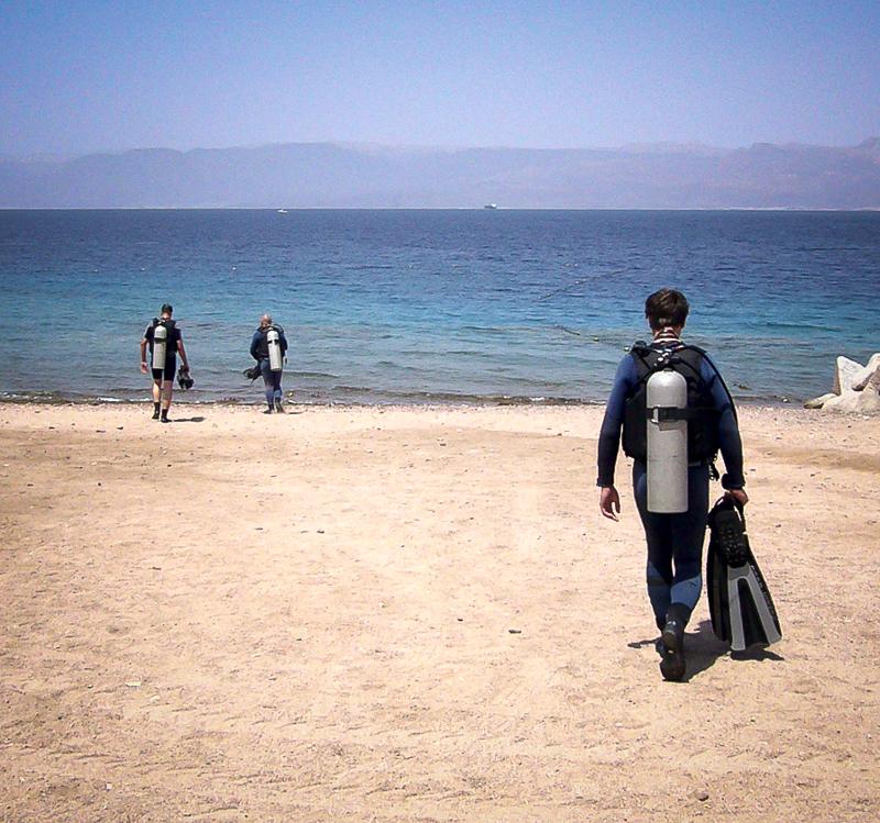 """Einige von uns waren noch nie Tauchen, sind aber einfach mitgekommen (""""Forgot my diving-licence at home"""")."""