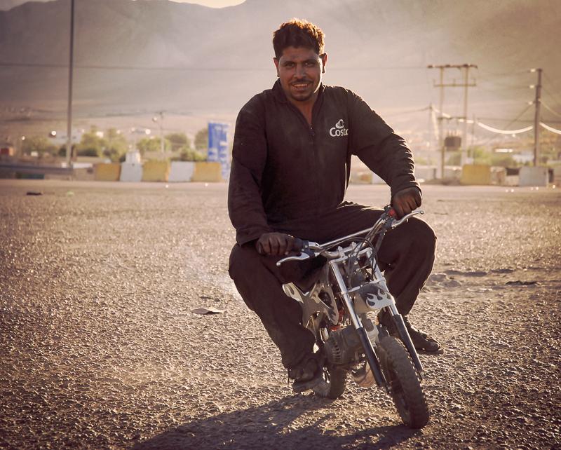 Das Mini-Motorrad haben wir in einem der Jeeps gefunden und diesem netten Herrn geschenkt. Motorräder sind in Jordanien übrigens verboten.
