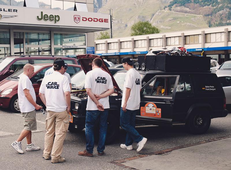 Und schon die erste Panne. Immerhin gab es in Chur einen Jeep-Händler.