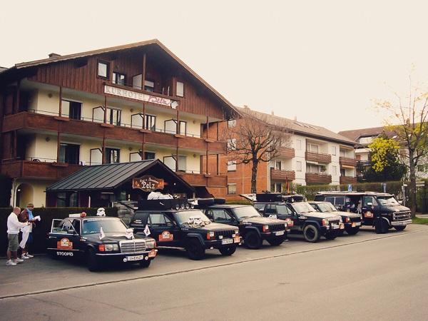 Der Morgen der Abfahrt in Oberstaufen im Allgäu. Nach einer langen Nacht im Bierzelt.