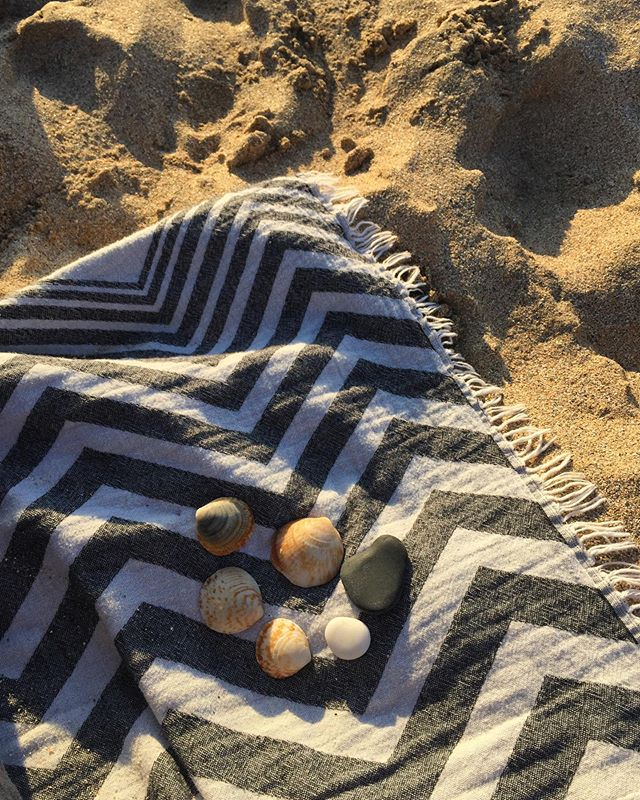 "Evening walk treasures on ""Roller Coaster"" #Turkishtowel 🐚🐠🌾 •⁣ ⁣ •⁣ ⁣ •⁣ ⁣ •⁣ ⁣ •⁣ ⁣ •⁣ ⁣ •⁣ #interiordesign #decoration #bathroom #livingroom #bedroom #peshtemal #pestemal #purlondon #naturalfibres #nontoxichome #zerowaste #naturefriendly #organiccotton #beachtowel #blanket #travel #hammam #turkishbath #veganhome #minimalist #handloomed #handwoven #gymbag #londonmarkets #smallbatch #sustainablefashion #slowfashion #ecofriendly #beachlife"