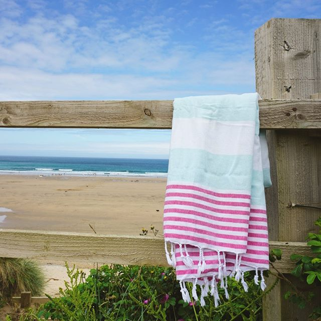 Dreaming about seaside currently... 🏖 •⁣ ⁣ •⁣ ⁣ •⁣ ⁣ •⁣ ⁣ •⁣ ⁣ •⁣ ⁣ •⁣ #interiordesign #decoration #bathroom #peshtemal #pestemal #purlondon #naturalfibres #nontoxichome #zerowaste #naturefriendly #organiccotton #turkishtowel #beachtowel #blanket #travel #hammam #turkishbath #veganhome #minimalist #handloomed #handwoven #gymbag #londonmarkets #smallbatch #sustainablefashion #slowfashion #ecofriendly #beachwear #holidayfashion