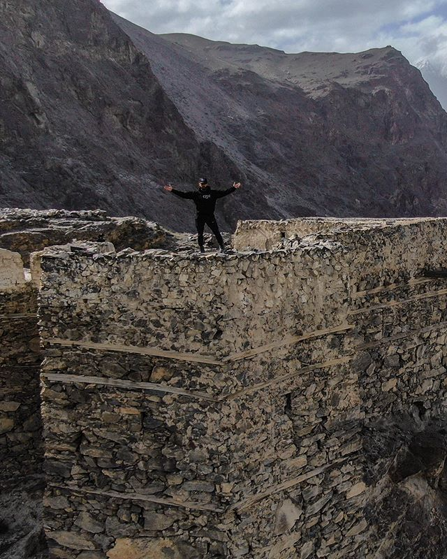 Whats your favourite fort in Pakistan🇵🇰? There are dozens and dozens of iconic forts in Pakistan that give you a glimpse into the country's rich history. Each one gives you an amazing peek into the lives of the lords of the past. With so many it's hard to pick which one is the best. So, let me know! What do you think are the best forts to visit in Pakistan... - - - - #cpicpaktour2019 #mountains #view #views #beautifulpakistan #picturingpakistan #fromwhereidrone #artofvisuals #drones #instagram #droneoftheday #thevisualscollective #beautifuldestinations #shotzdelight #instago #unitedbydrone #aerialphotography #dronestagram #dji #drone #skypixel #skyisthelimit #djiglobal #droneheroes #drone #skysupply #lensbible #airvuz #earthpix