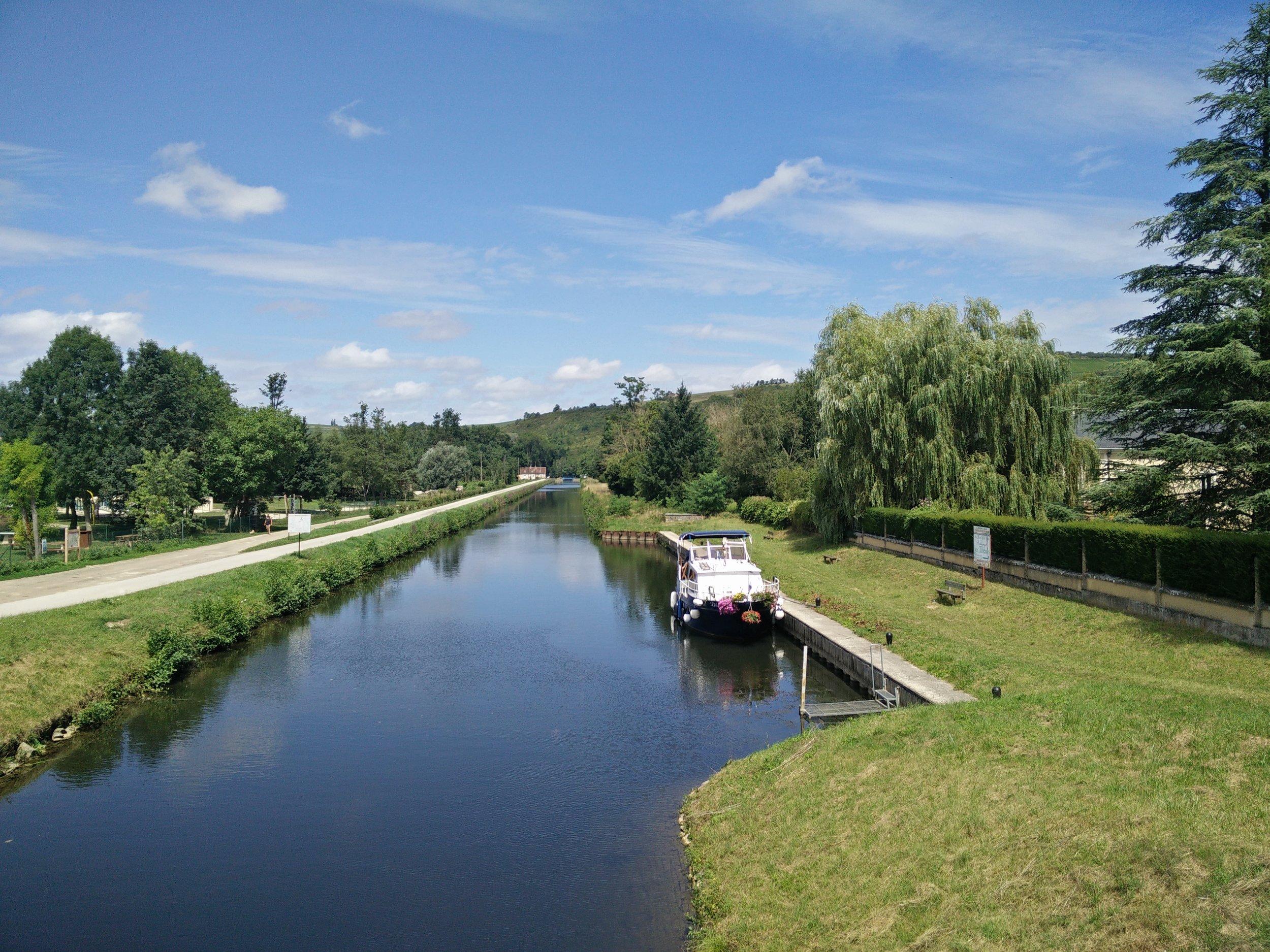 The Nivernais canal at Vincelottes