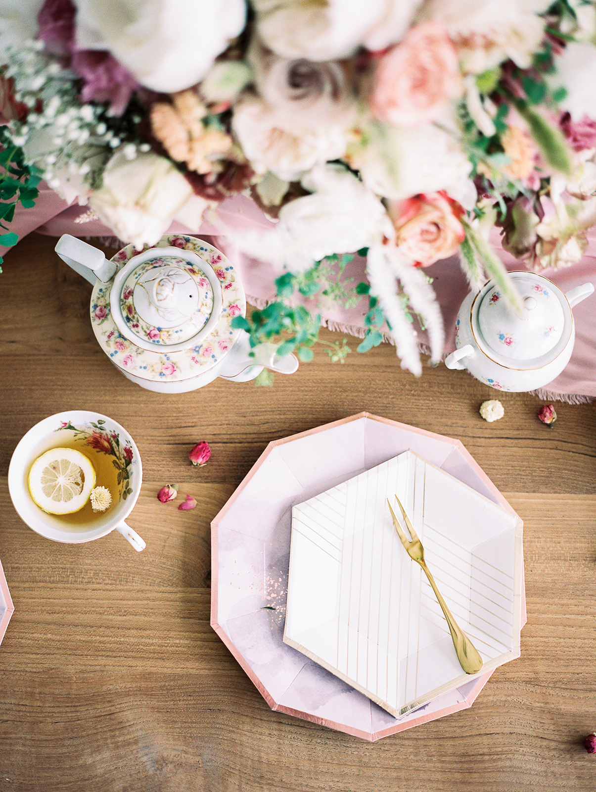 Paper plates by  Harlow & Grey ;Styled by  Olea & Fig Studio ; Photo by  Kylee Yee Photography .
