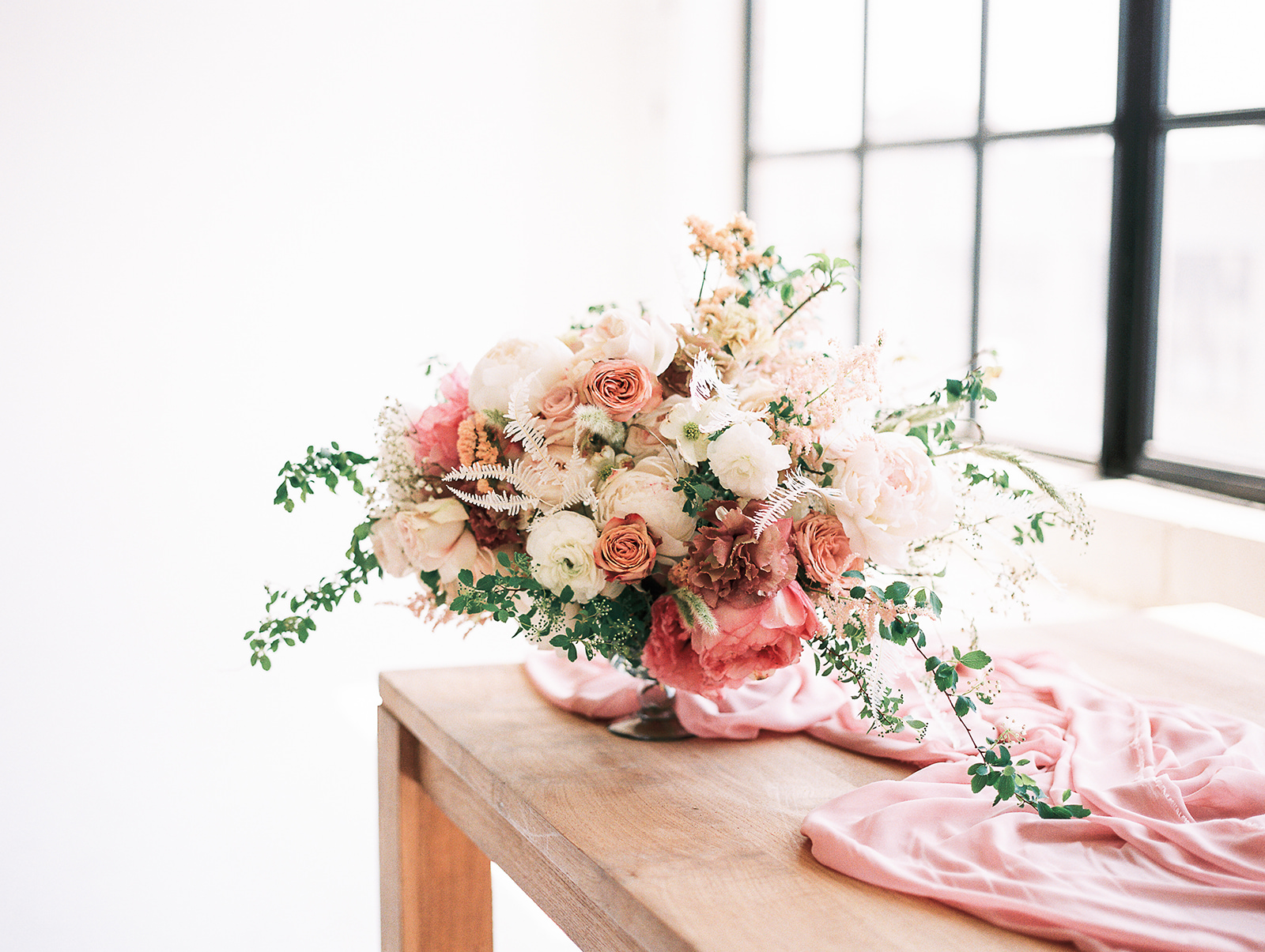 Flowers by  BloomBar ;Photo by  Kylee Yee Photography .