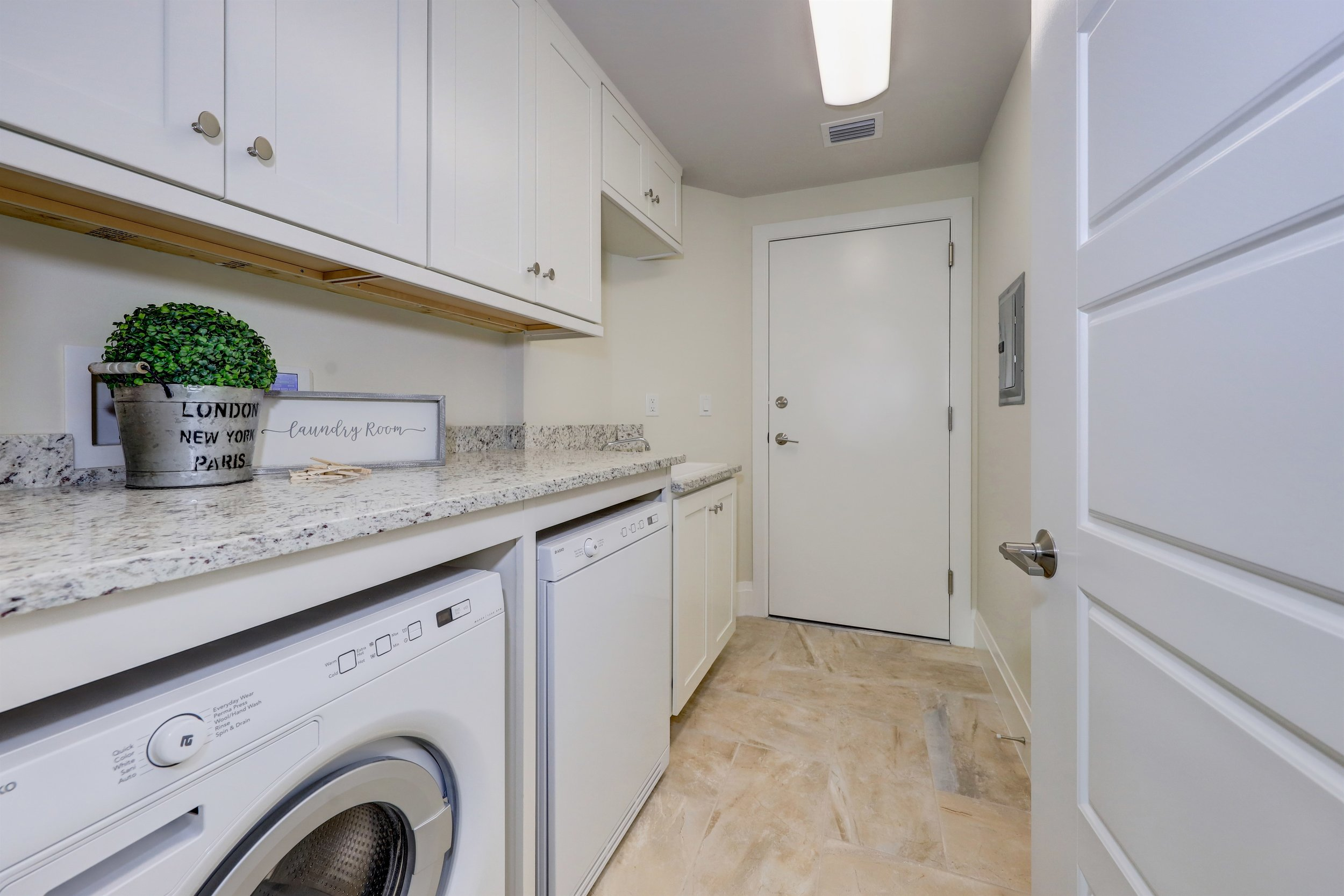 033_Laundry Room.jpg
