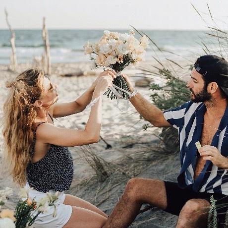 A la recherche de petites mains talentueuses pour la saison des mariages en Provence !  Contact par mail : 💌atelierprairies@gmail.com💌 #team