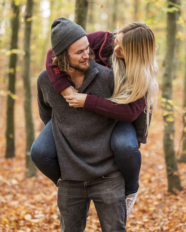 Kjætestebilder i høstløvet❤ #høstfoto #fotografivestfold #tønsberg #tbno #stokke #bøkeskogen #kjærestefoto
