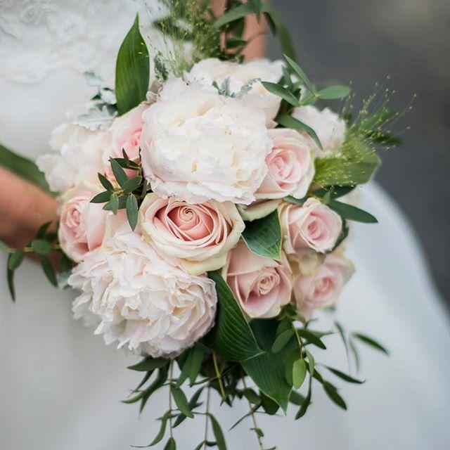 Nydelig bukett🌸 #wedding #vestfold #tbno #bryllup #fotograf #weddingbouquet