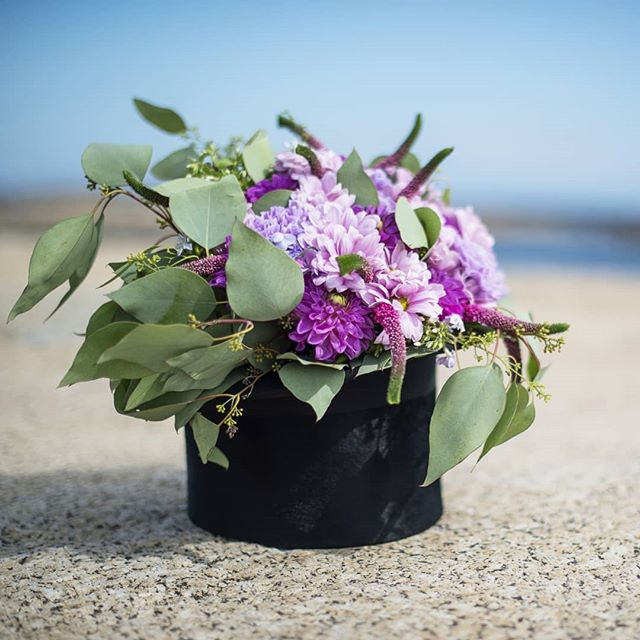 Når flosshatten blir vase..🌸🎩 #wedding #vestfold #tbno #bryllup #fotograf #weddingbouquet #hat