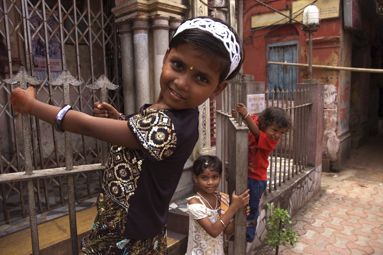 kidsonfence_india.jpg