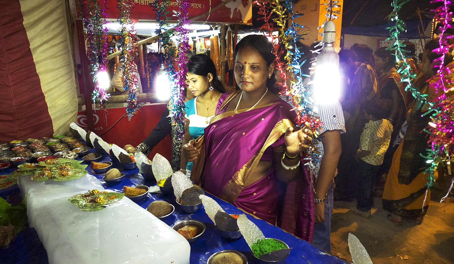 ladiesatmarketpurple_india.jpg