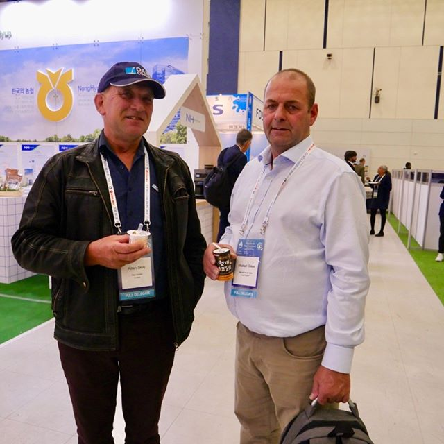 @dairyconnect Director & Upper Lansdowne dairy farmer Adrian Drury shares dairy thoughts with UK dairy farmer leaders during the IDF World Dairy Summit held in South Korea last month #idfwds2018