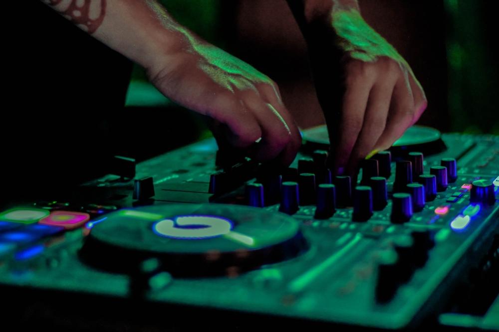 DJ, student music