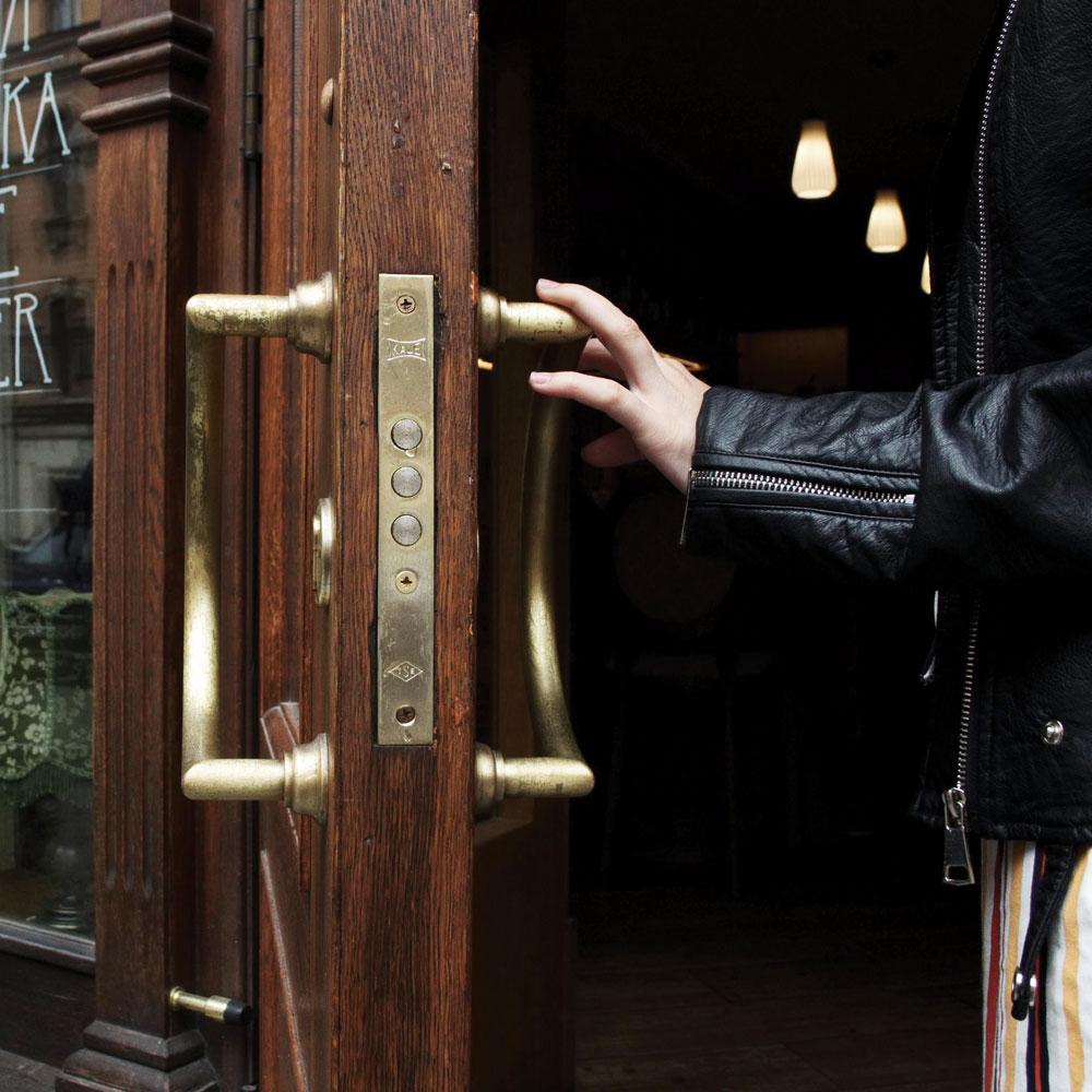 Hold-The-Door.jpg