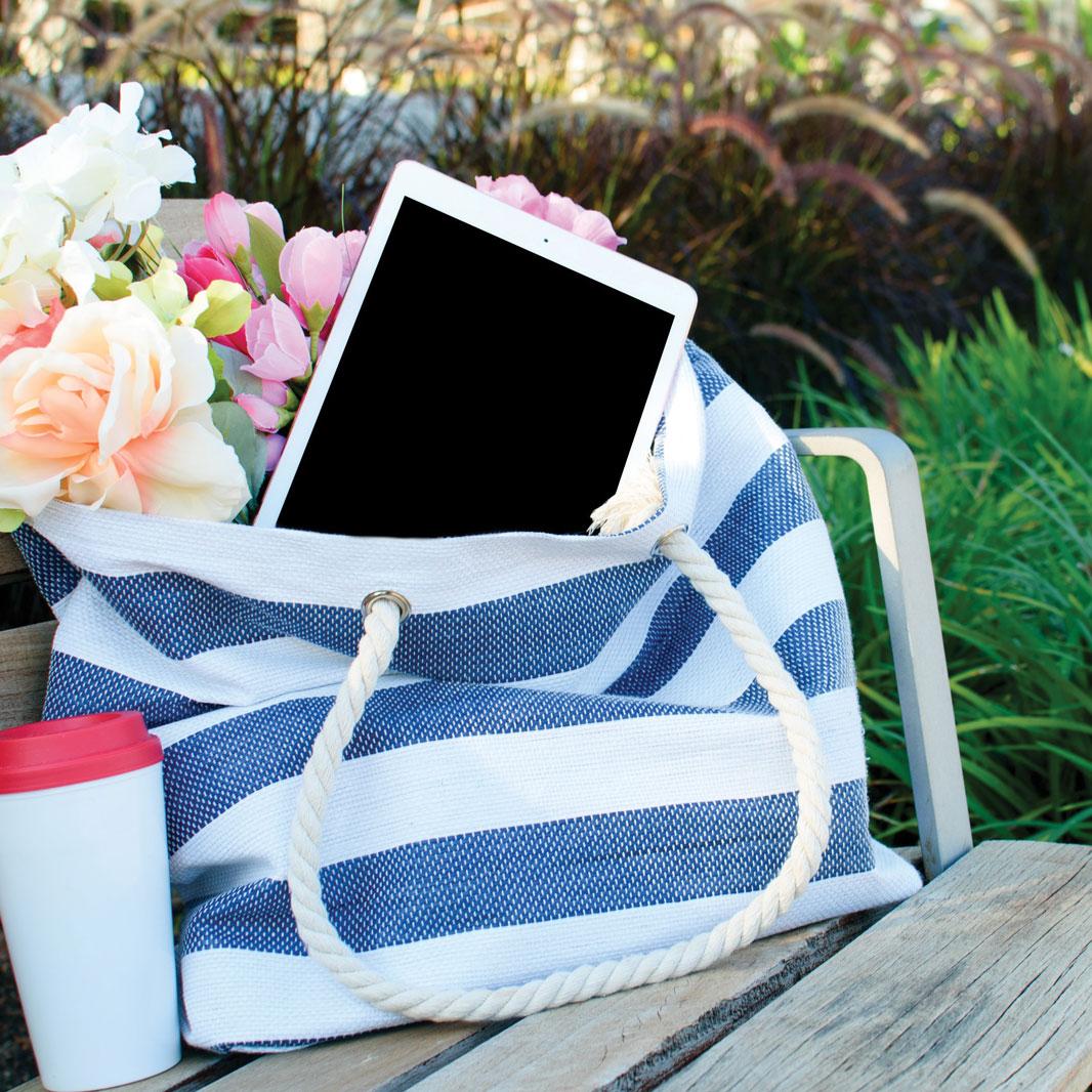 artificial-flowers-bag-bench-2346986.jpg