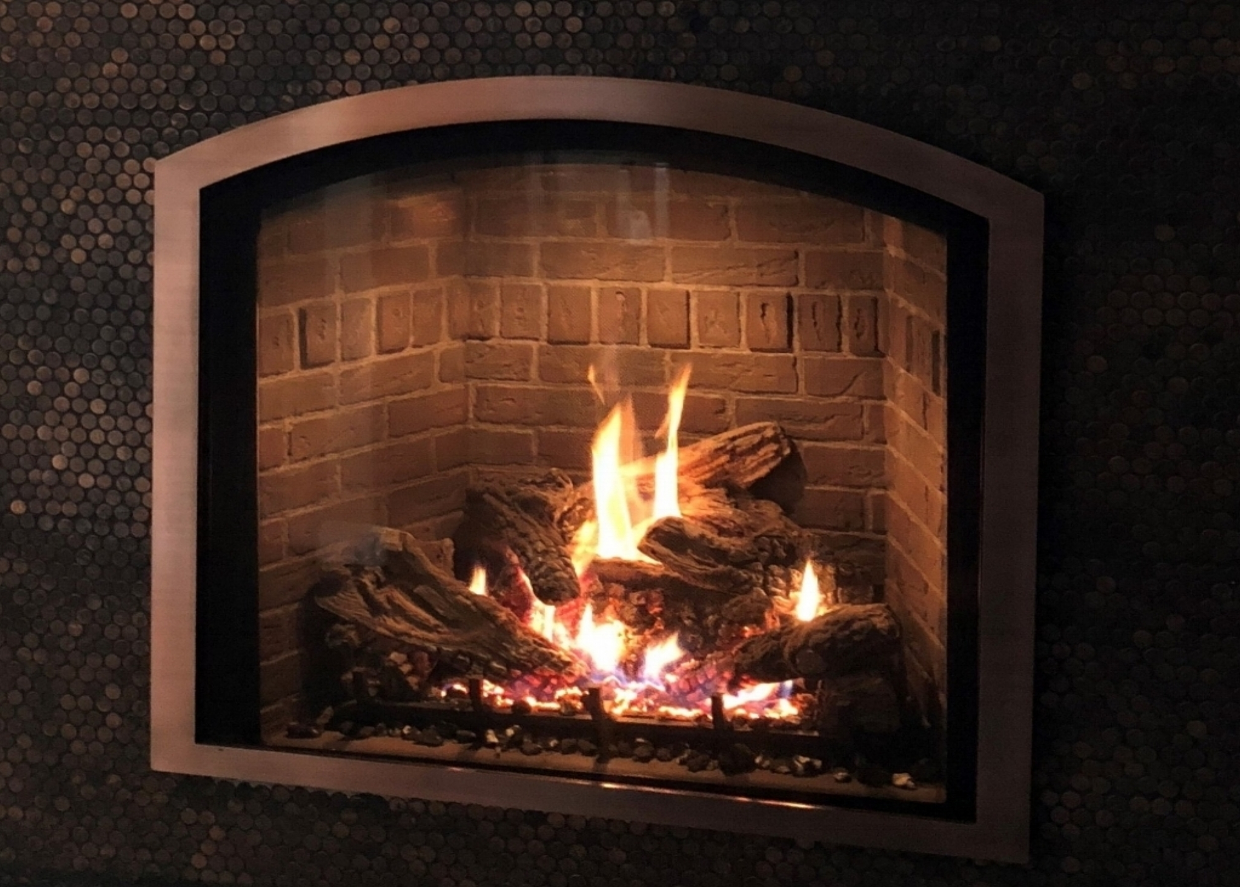 Mendota Fullview 41 Arch Gas Fireplace - True arch fireplace, copper screen front, and 86% efficiency. Save $1,037