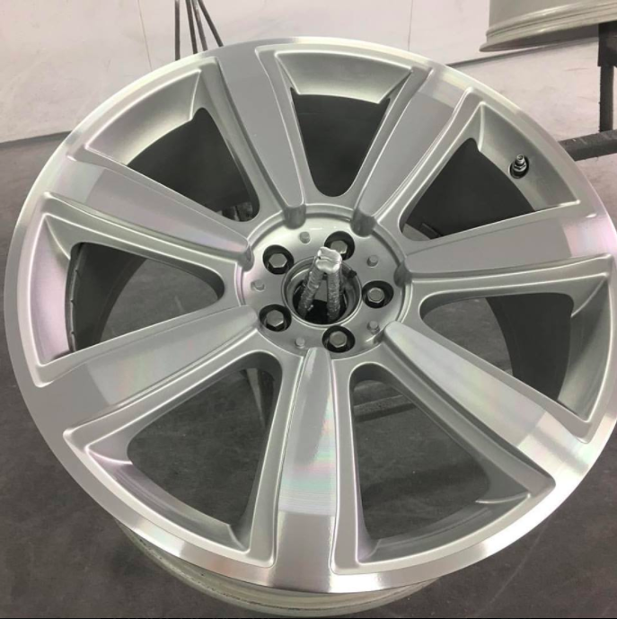 A lovely set of Bentley GT wheels came in for a diamond cut refurbishment in our CNC Diamond Cutting Lathe -