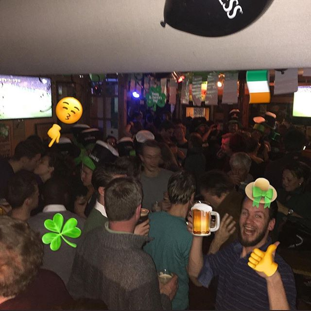 Happy St Paddys! 🍻 Our fav day of the year! ☺️ . . Pic: @mickoconnellsutrecht Paddys day '16 . . #mickoconnells  #utrecht #030 #campfire