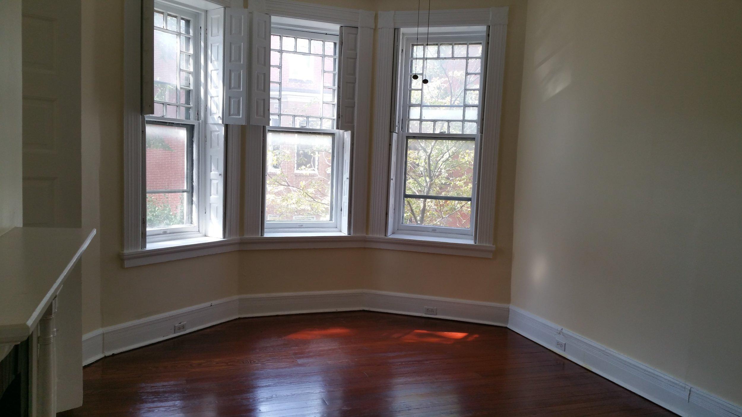 Middle Bedroom 1.jpg