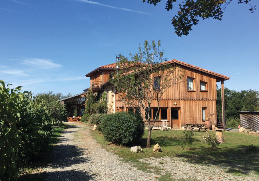 The place of training - All modules of the 2019 Ayurvedic massage training will be held in Manaska in Montbrun-Bocage, 1 hour south of Toulouse at the gateway to Ariège. This magnificent ecolieu nestled in the heart of green hills, offers a large room of light practice all in wood.For those who wish to stay on site throughout the duration of each course, varied sleeping options are available. Guests can choose to sleep in double or dormitory rooms.The meals are vegetarian, fresh, organic and are prepared on site by the cook.