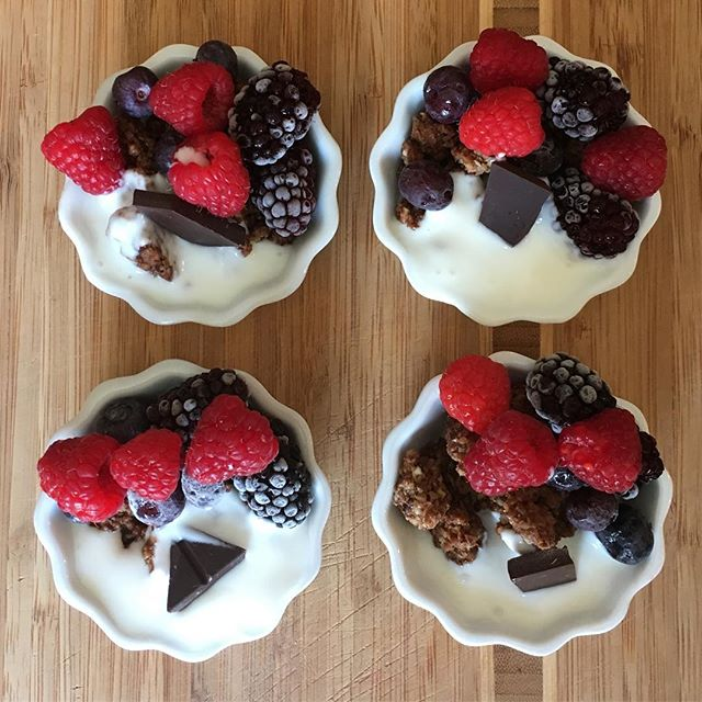 Kefir bowls for breakfast or dessert? Yes, both! I added some paleo granola with raw chocolate topped with berries and probiotic rich @lifewaykefir Hey it's a gut feeling 😂 #loveyourguts . . . . . #lifewaykefir #jennifermac #thejennifermac #bedeliciouslyhealthy #deliciouslyhealthy #kefir #probiotics #fermentation #livingfoods #rawfoods #buzzfeedtasty #foodiesofinstagram #boiseidaho #hellomeridian