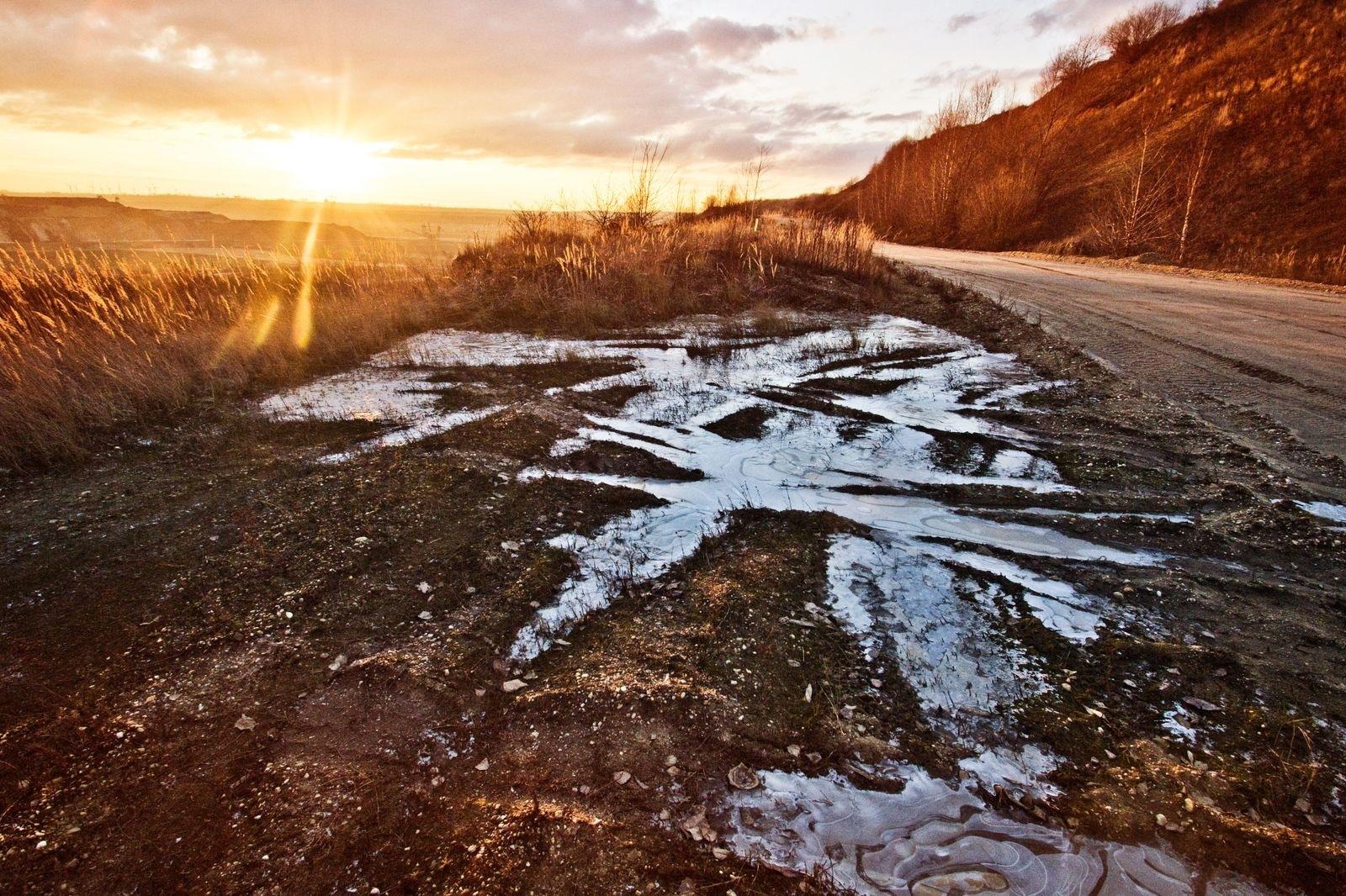 38.Muddy Roads -