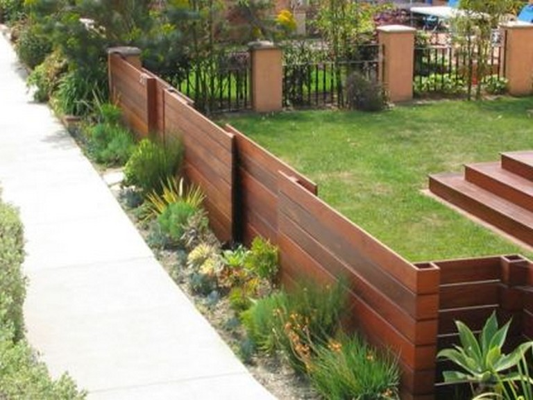 27-Amazing-Modern-Front-Yard-Privacy-Fence-Ideas-08.jpg