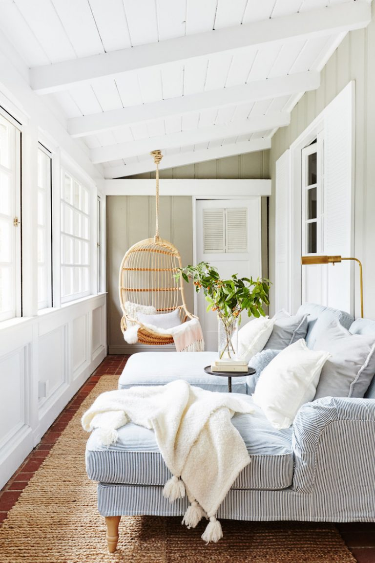 love a sunny room - 17 Light Filled Sunrooms That Bring The Outdoors Inside.