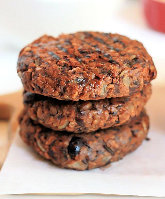 BLACK BEAN FARRO BURGER-3.jpg