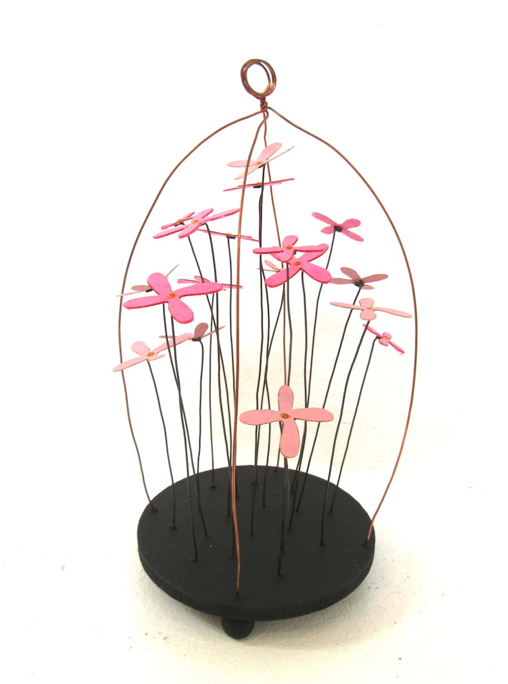 Pink Daisy Wire Dome