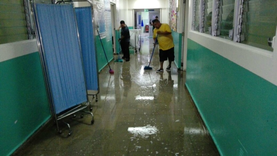 Jiquilisco, El Salvador - The National Hospital in Jiquilisco experienced flooding twice within one month resulting in patients needing to be transferred and extensive clean up operations. Credit: Telenoticias21 GMV