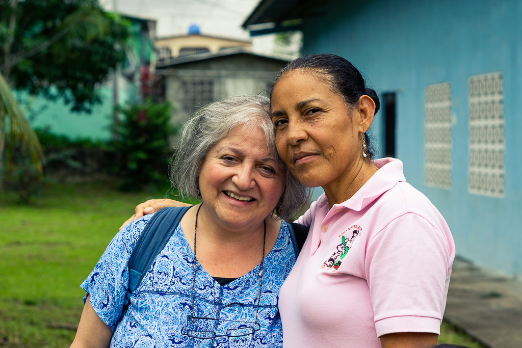 """Horizons' Executive Director Patricia Rebolledo (left) and Madres Maestra Educational Coordinator Maria G. (right) together at the Madres Maestras """"jardin educativo"""" in San Miguelito, Panama City."""