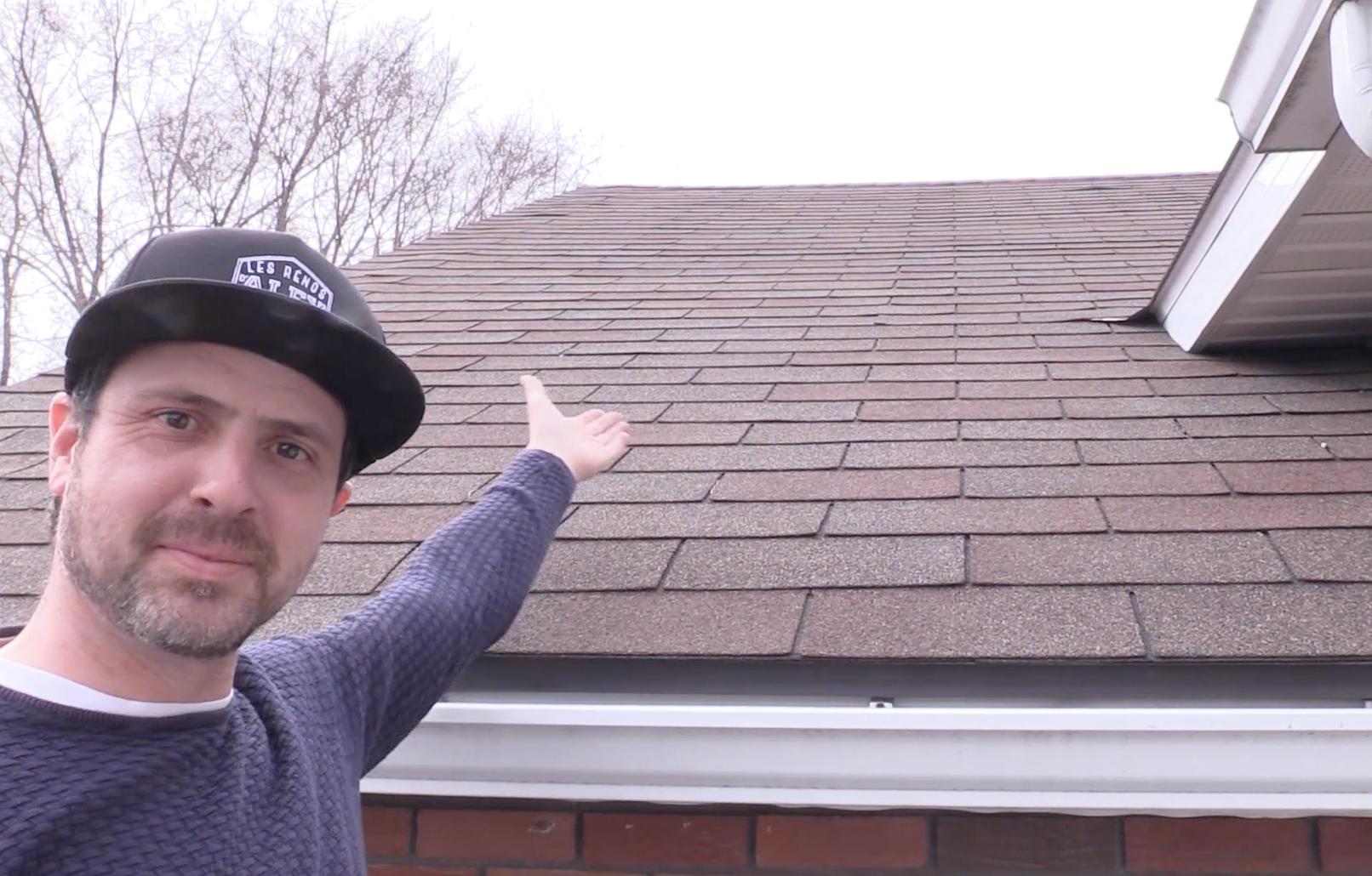 Moi qui étais bien fier l'année dernière d'avoir un toit sans problème… Eh bien, cette année, j'ai dû le réparer! Heureusement, j'ai pu le faire avant que de l'eau s'infiltre dans la maison. Hourra!
