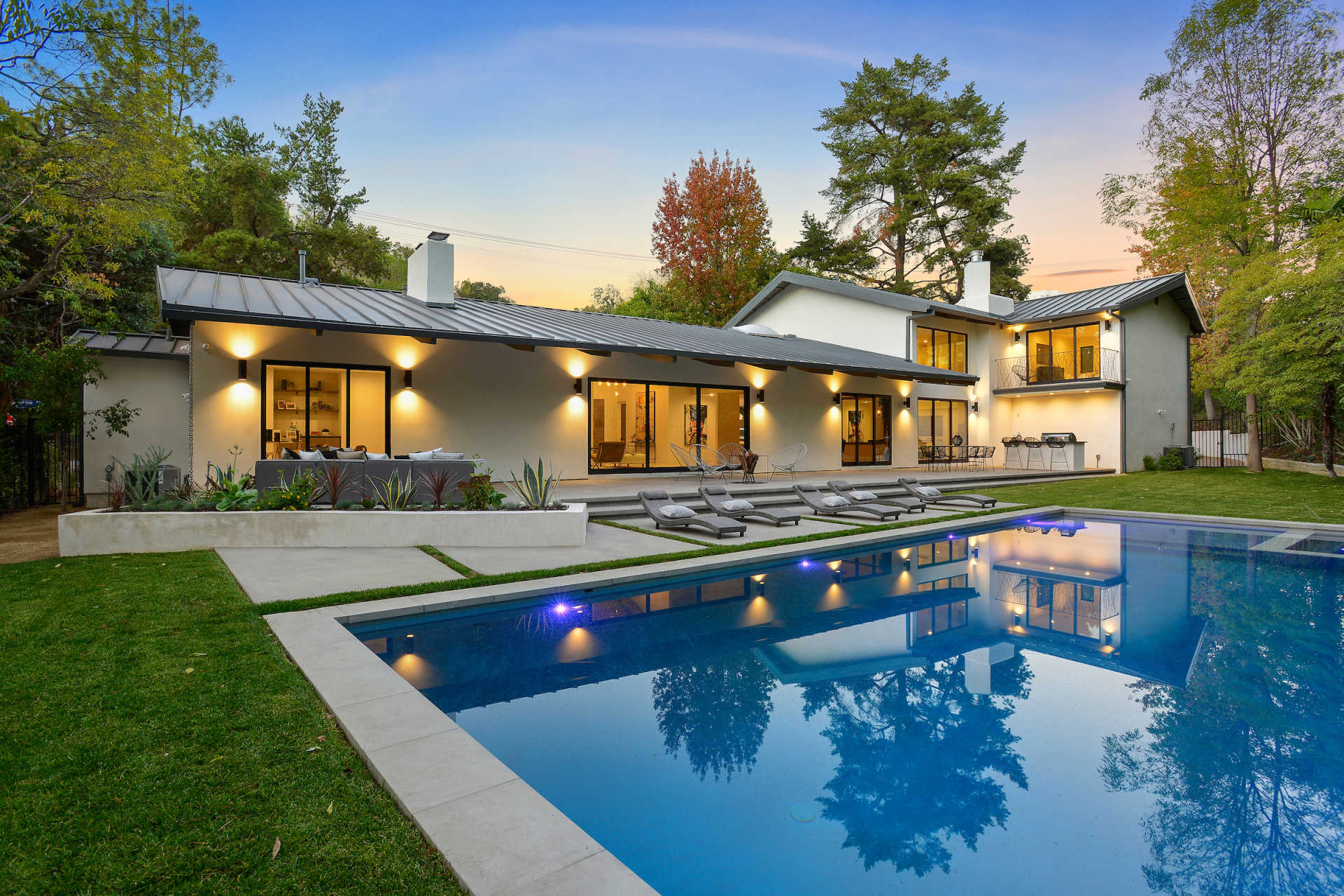 los-angeles-modern-pool-backyard-spa-BBQ