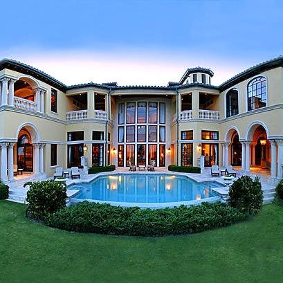 Florida_architecture_pool_columns_backyard_entertaining.jpg