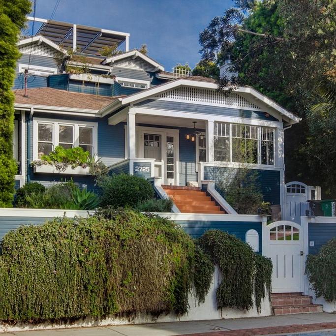 santa_monica_architecture_blue_house_traditional_build.jpg