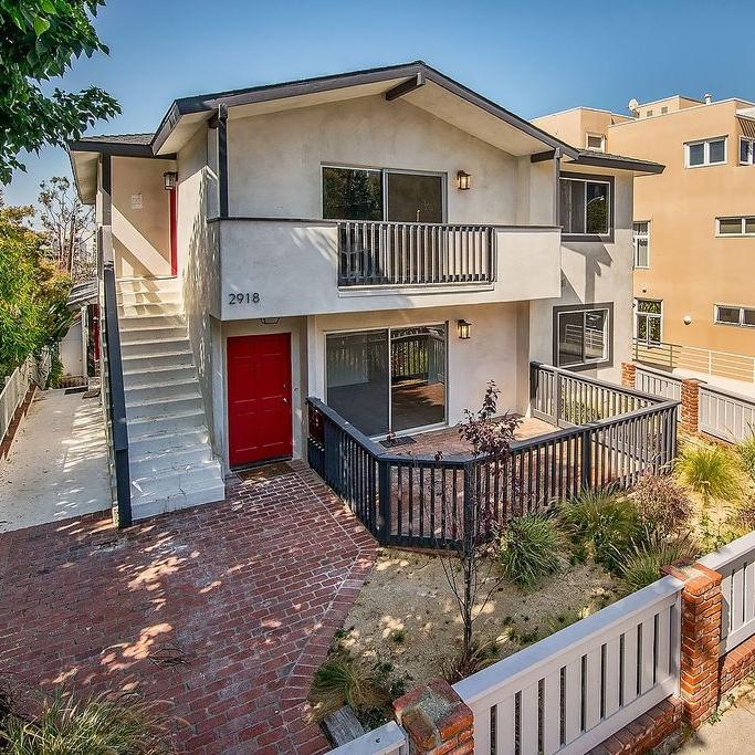 santa_monica_architecture_los_angeles_real_estate_red_door.jpg
