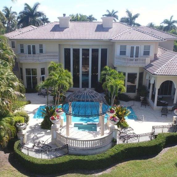 Florida_mansion_pool_waterfront_architecture_gazebo.jpg