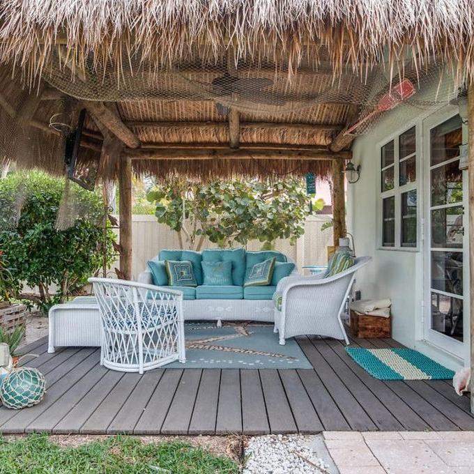 backyard-bungalow-retreat-patio-florida-architecture.jpg