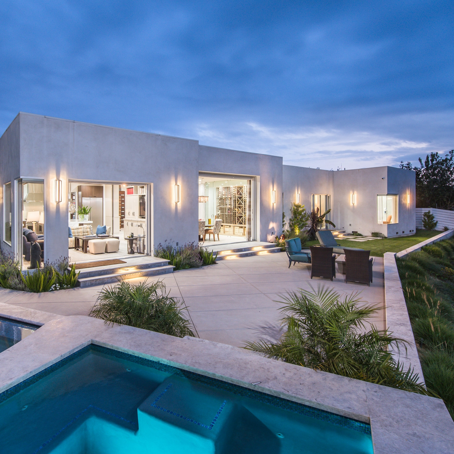 modern-architecture-los-angeles-pool-and-spa.jpg