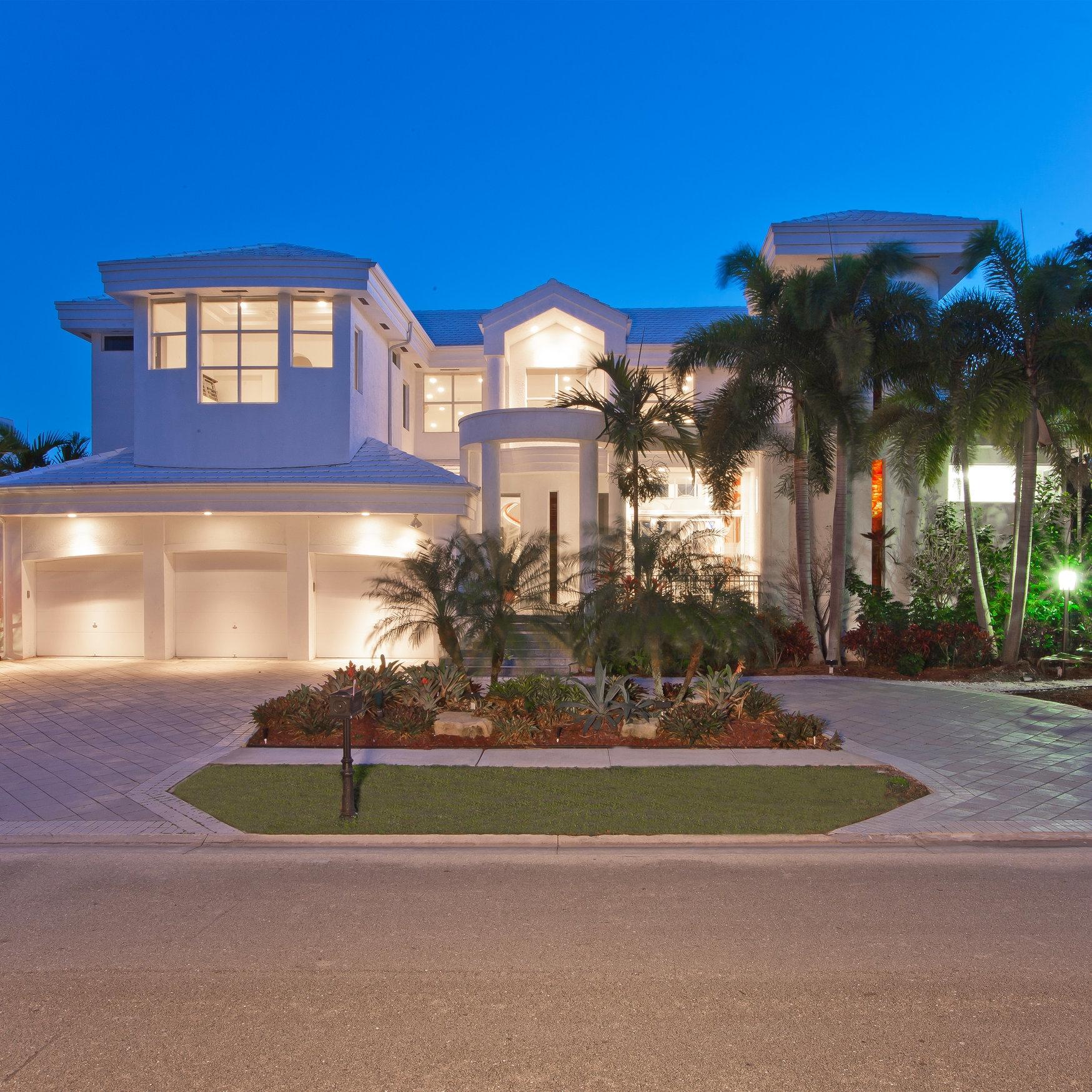 contemporary-white-exterior-home-florida-architecture.jpg