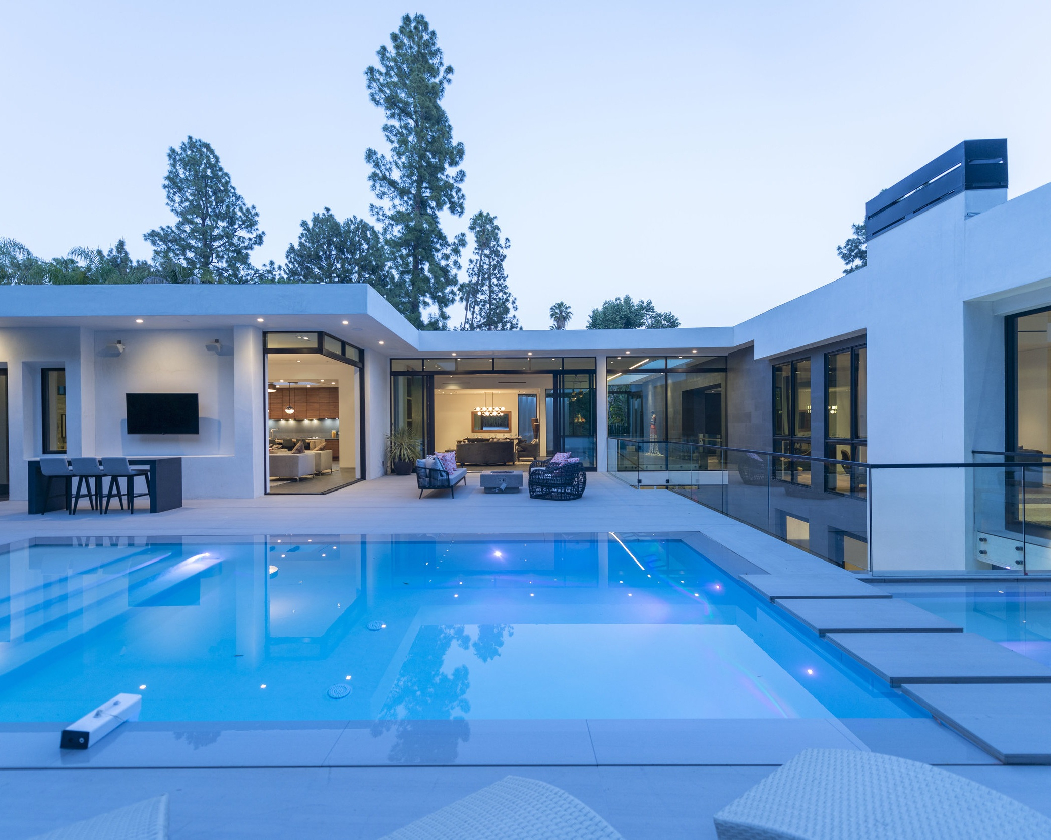 pool_and_spa_Beverly_hills_estate_architecture.jpg