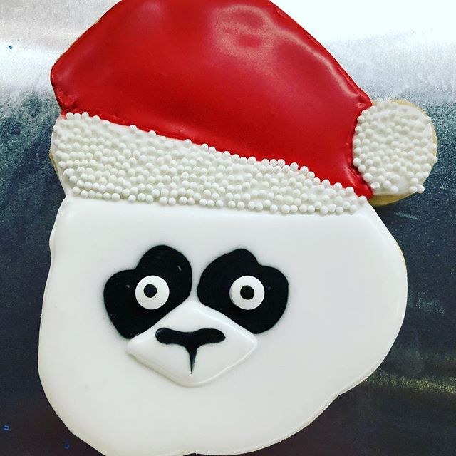 How cute are these panda Santa's?