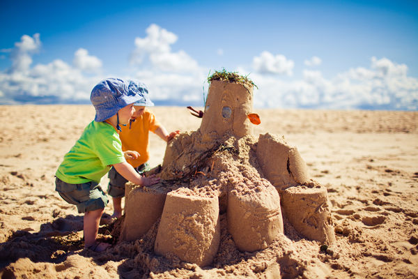 kids-building-big-sandcastle.jpg
