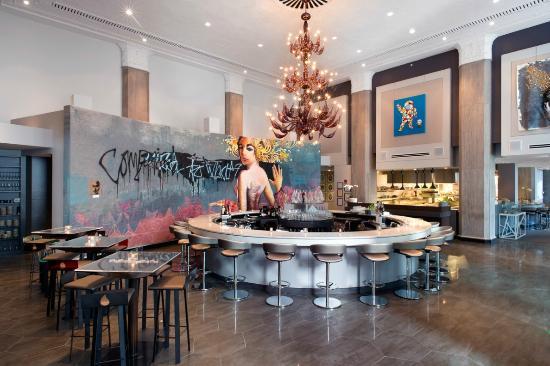 Interior Design of Liquid Art House